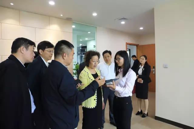 泰州高港区委书记顾萍一行走进WULIAN智能家居.jpg