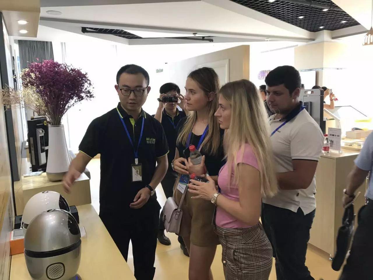 战斗民族的问候:俄罗斯优秀青年、企业家代表团来智能家居参观访问3.jpg